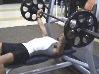 ベンチプレスで実現する、本気の肉体改造 (全文) [筋トレ・筋肉トレーニング] All About