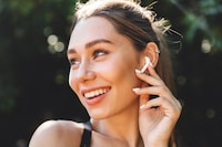 片耳イヤホンおすすめ15選|ワイヤレス&有線の人気モデルは?便利なマイク付きが◎ - Best One(ベストワン)