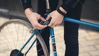 ロードバイク用の鍵おすすめ最強10選|盗難防止の掛け方は?軽量で頑丈、持ち運びしやすい商品も - Best One(ベストワン)