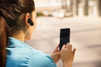 Bluetoothヘッドセットおすすめ人気ランキング19選 バイクでも片耳通話ができるのは? - Best One(ベストワン)
