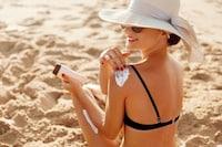 日焼け止めおすすめ人気ランキング30選 顔用や化粧下地に使えるものも!敏感肌に優しい塗り方も解説 - Best One(ベストワン)
