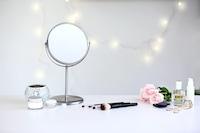 化粧鏡のおすすめ人気ランキング8選|高さ調整・拡大鏡つきで快適にメイクを!