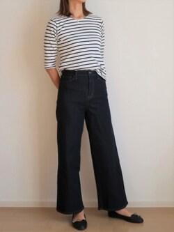 フレアデニム風の裾広がりなシルエットが特徴