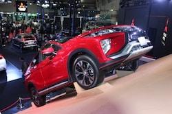 三菱自動車は今年3月発売予定のエクリプスクロスを出展