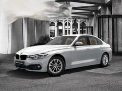 BMW3シリーズは136psの1.5L直3ターボの318i(469万円)とトリムラインのスポーツ(490万円)、装備の見直しなどで価格を抑えた318i SE(431万円)。写真は2017年に200台限定販売された318iクラシック(472万円)