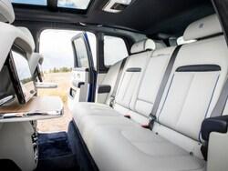 3座仕様には(ロールス・ロイス初となる)後席折り畳み機構が備わった。ラゲージ容量は600L