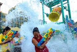 「360°ビショ濡れ!特別エリア」もあります(有料)。プールのアトラクションのように大量の水が落下する演出などで、まさにビショ濡れになりますよ 画像提供:ユニバーサル・スタジオ・ジャパン