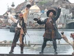 キャプテン・ジャック・スパロウとキャプテン・バルボッサ、そして海賊たちが主役です