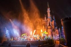 水とともに炎の演出もあり、幻想的な風景がシンデレラ城前で展開されます