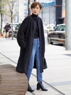 黒の「ボアフリースノーカラーコート」なら、よりきれいめな印象に 出典:WEAR