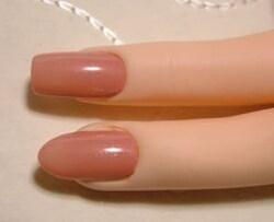 どちらが指が細く見えますか?