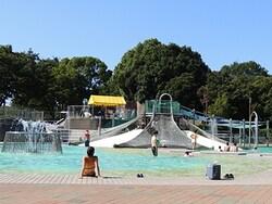 すべり台や噴水などがある「冒険プール」