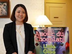 「アムール・デュ・ショコラ」担当バイヤーの野山真由美さん。「過去最大となる120ブランドを集めました。いろいろな方に楽しんでいただきたいです」(2018年1月10日撮影)
