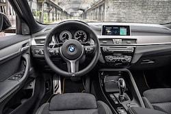 BMWお馴染みのコクピット。安全やコネクティビティは最新装備が与えられている