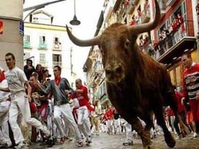 ケガ人続出!? サン・フェルミンの牛追い祭り