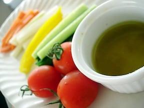 「にんじん、セロリ、きゅうり…のトスカーナ風おつまみサラダ」レシピ