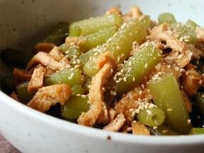 ふきをフライパンで料理する簡単なレシピ。