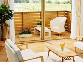 室内の雰囲気に合わせたタイルや床材を使用