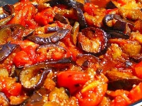 茄子とトマトの丼ぶり