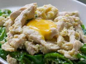 ピーマン&鶏肉の卵白炒め 卵黄のせ