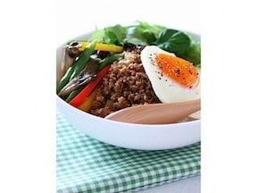 ロコモコ風丼(デミグラそぼ)