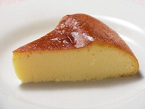 豆腐チーズケーキ。炊飯器で健康志向のためのお誕生日ケーキ