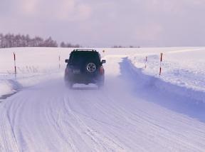 暖機運転は、普通に走ればOK。止まった状態でのアイドリングではエンジンしか温まりません