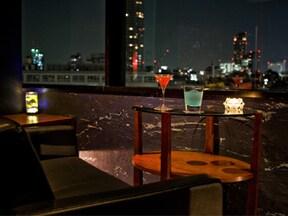 夜景が素敵な半個室バー「DEVA」で上質な2人の時間を