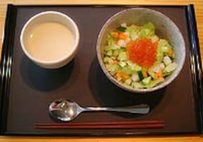 シャキシャキ、サラサラ「冷製サラダ茶漬け」