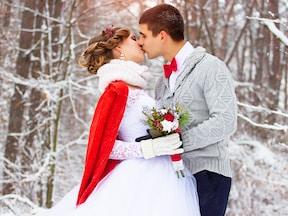 冬の結婚式のおよばれドレス・服装のNGマナー