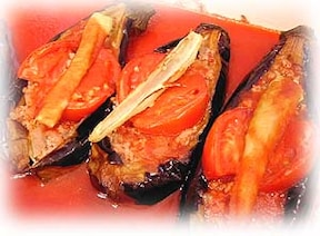 しっかり煮込むだけの簡単おいしいレシピ!トルコ料理の定番「ナスの挽き肉詰め」