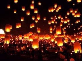 ラプンツェルの誕生日を祝う「灯り」/タイ・ローイクラトン祭り