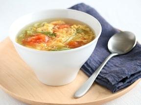 レタスたっぷり! トマトとレタスのコンソメ卵スープ