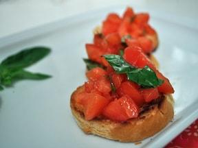 簡単!トマトとバジリコのブルスケッタ