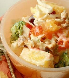 フルーツと合わせたコールスローサラダ