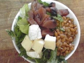 10分でできる 野菜とかつおチーズ納豆丼