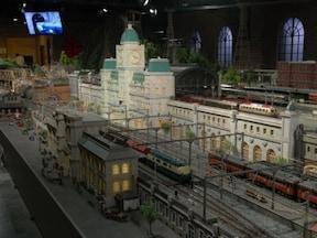 【横浜駅東口】巨大ジオラマを模型が走るようすは圧巻! 原鉄道模型博物館
