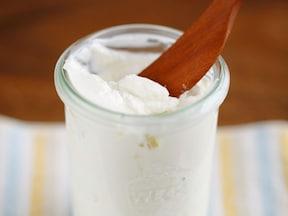 料理の仕上げにもおつまみにもアレンジできる万能「塩ヨーグルト」