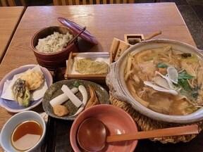 亀戸大根あさり鍋の「升本本店」(亀戸)