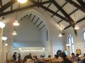 教会の中にあるカフェ「フロインドリーブ」