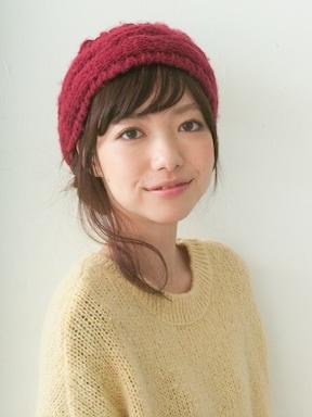 ニット帽と好バランスなおだんごヘアアレンジ