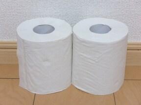 トイレットペーパーがあるとトイレのときに便利です