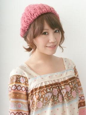 ベレー風ニット帽に似合うガーリーヘアアレンジ
