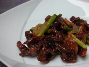 ご飯がすすむ! 牛細切れ肉とニンニクの芽のオイスターソース炒め