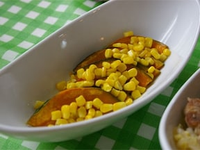 食卓もお弁当も華やかに!かぼちゃとコーンで簡単サラダ