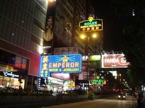香港の顔!世界中から集まる複合ビル『重慶大厦』