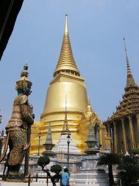 バンコクの3大寺院 きらびやかな『エメラルド寺院』