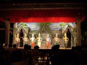 カンボジア料理とアプサラダンスショーの夜
