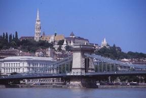首都ブタペストにかかる『くさり橋』