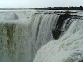 圧倒的なスケール!世界三大瀑布『イグアスの滝』